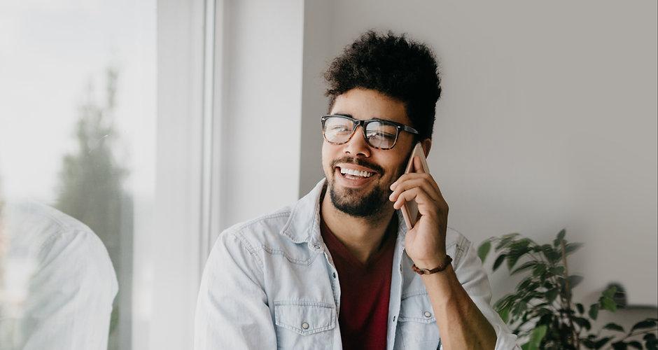 Hombre en el teléfono móvil