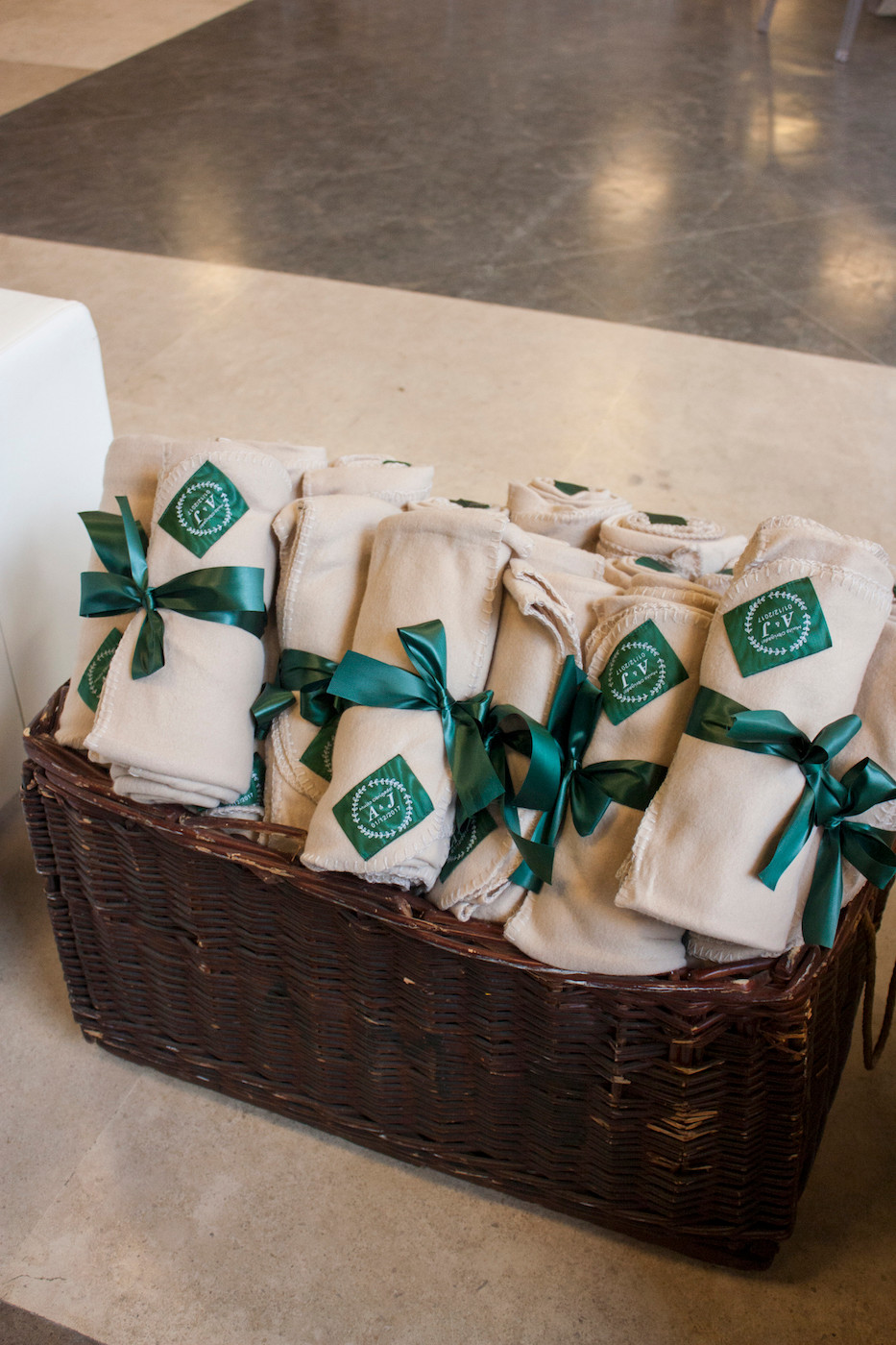 Blankets for wedding guests. Portugal wedding planning
