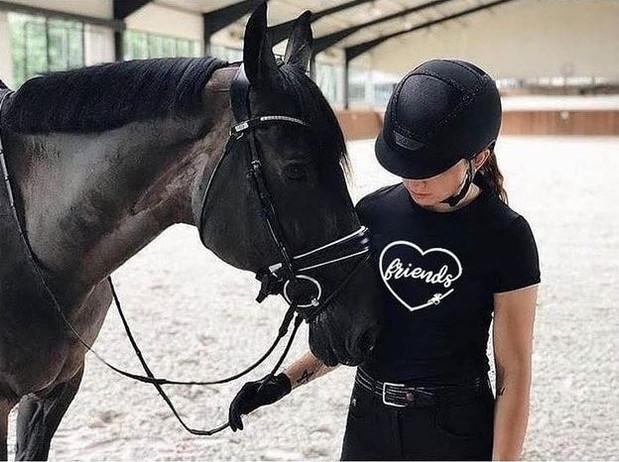 pinkhorse2.JPG