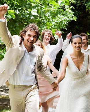Blij bruidspaar met wedding package in Portugal