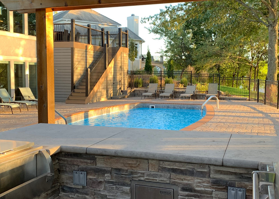 Outdoor kitchen with Ledgestone counter tops.