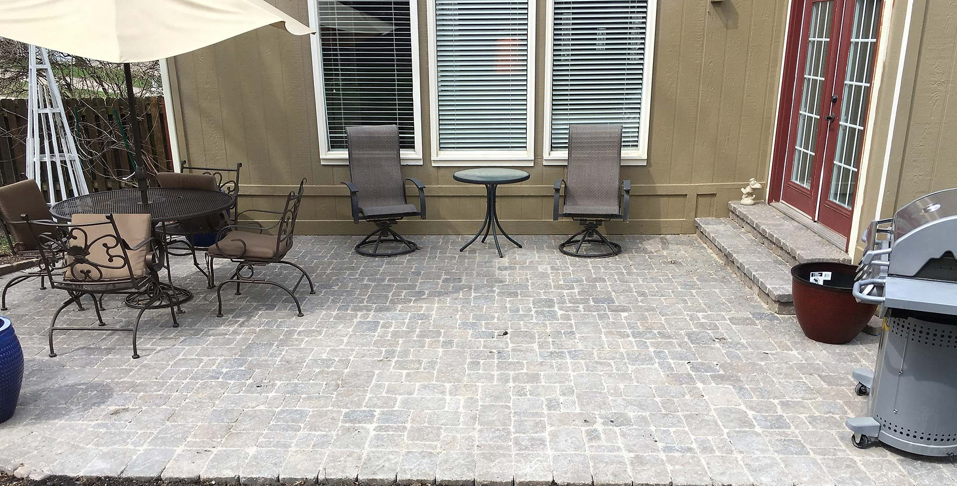 Patio with Bergerac pavers.