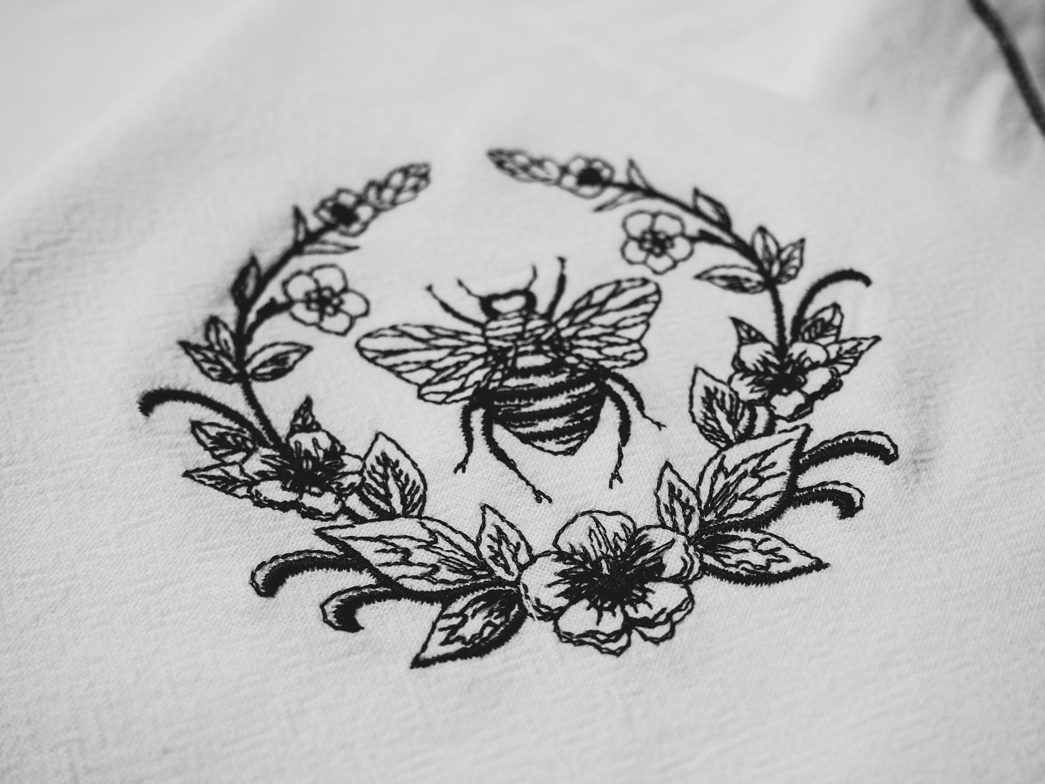 Bee Towel, Honey Bee Towel, Flour Sack Towel, Bee design, tea towel, black thread, white towel