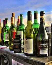 alkolismus_bottles_glass.jpg