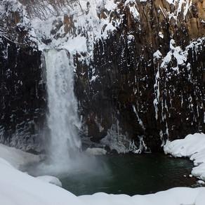 冬の苗名滝