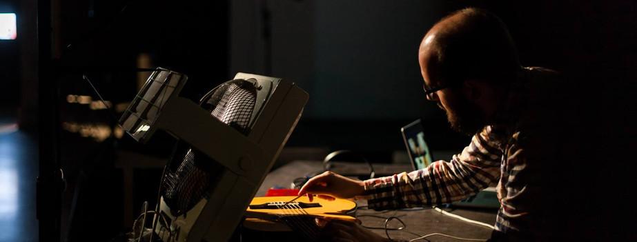 Performance sonoro; Wind machines making music.