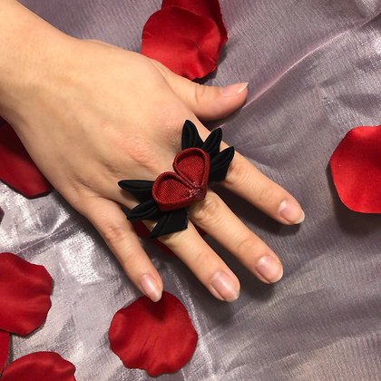 Winged Heart Ring (Black)