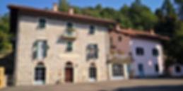 B&B des Amis, photo façade donnant sur la place du village