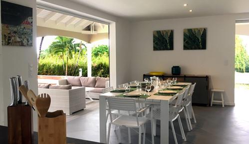 villa-carouge-martinique-a table.jpg