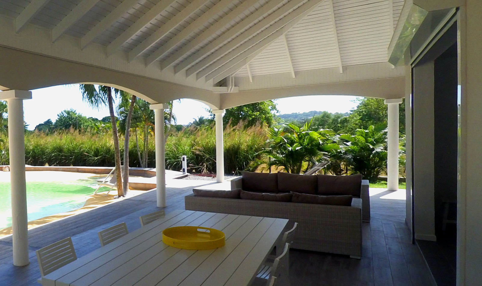 villa-carouge-martinique-exterieur-terra
