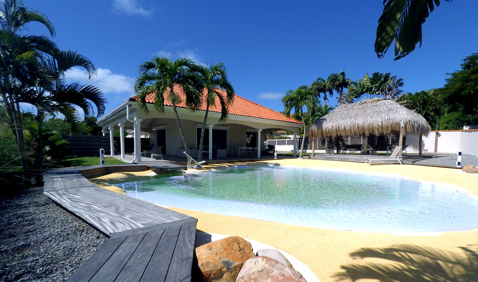 villa-carouge-martinique-piscine-lagon.j