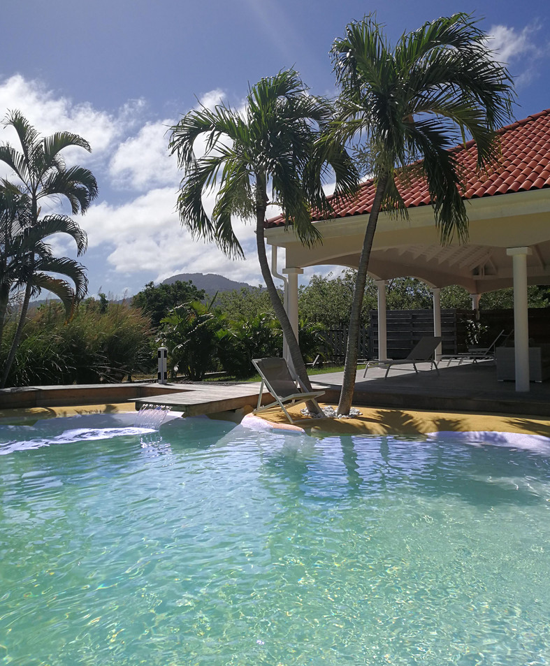 villa-carouge-martinique-piscine-vue-mon