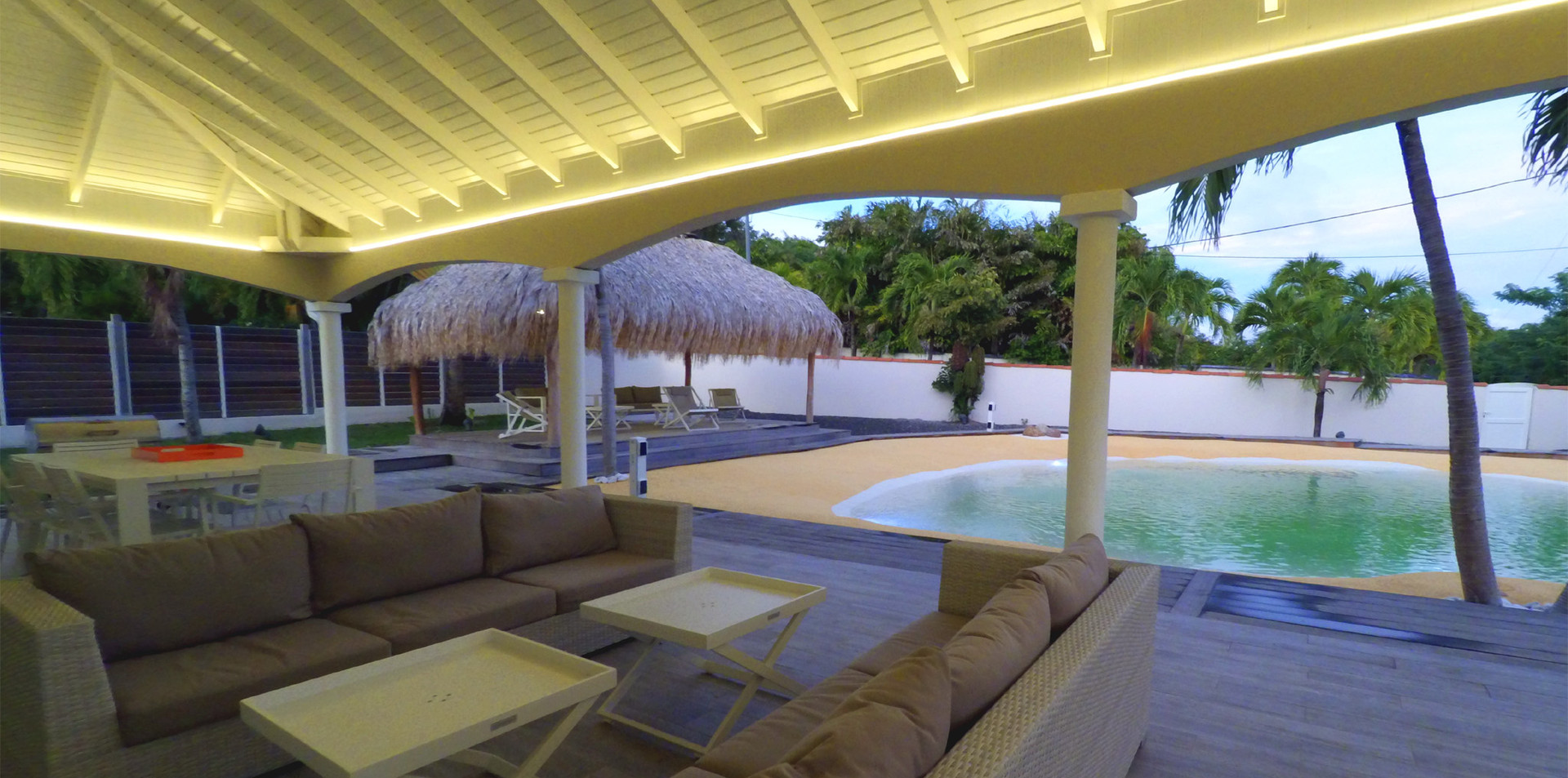 villa-carouge-martinique-terrasse-piscin