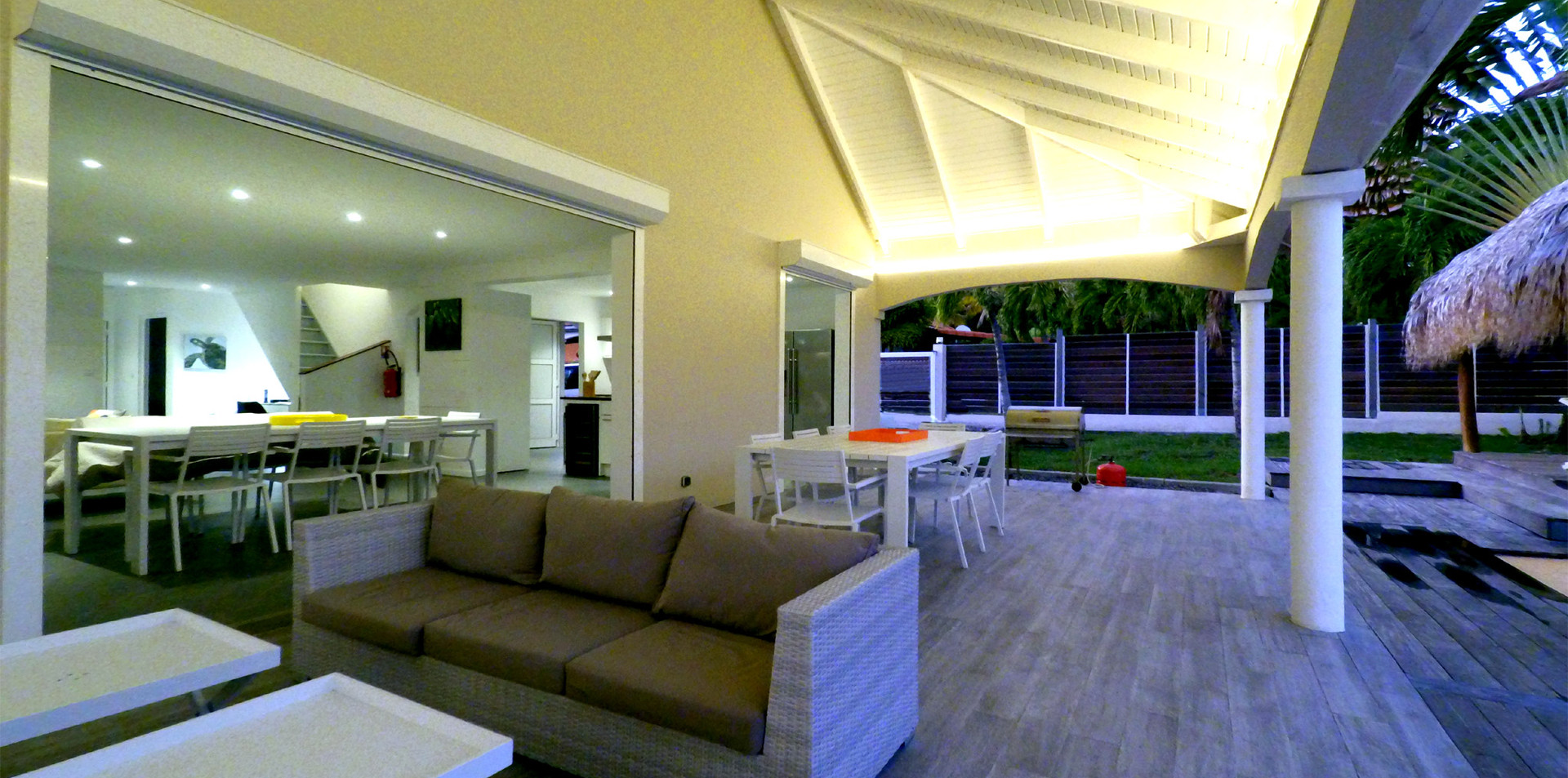 villa-carouge-martinique-salon-exterieur
