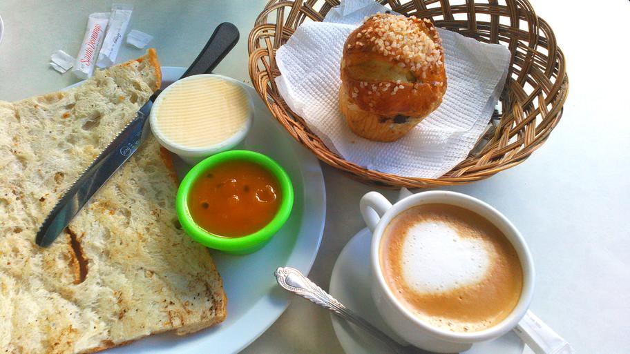 petit déjeuner à la boulangerie français