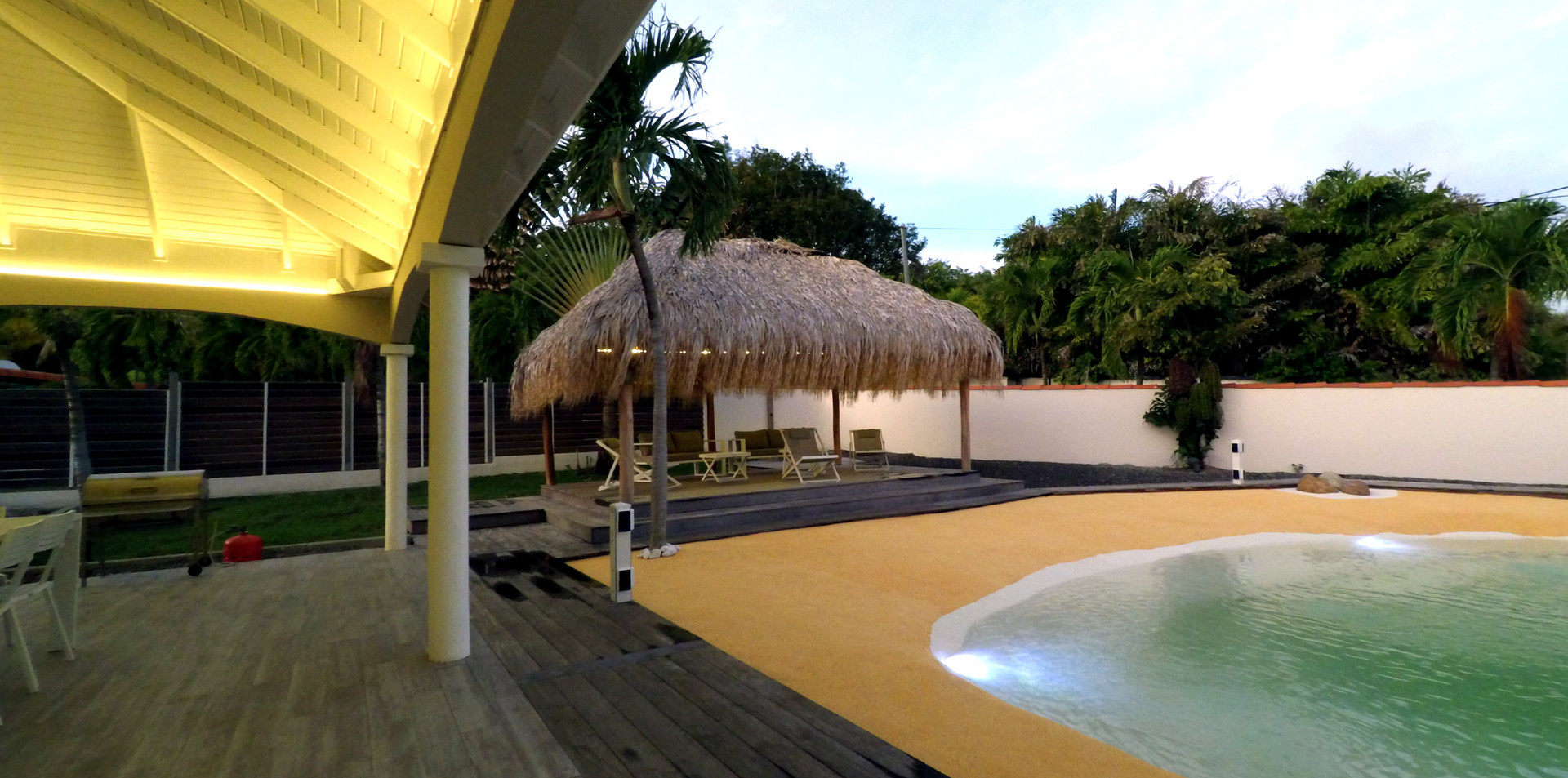 villa-carouge-martinique-exterieur-kiosq
