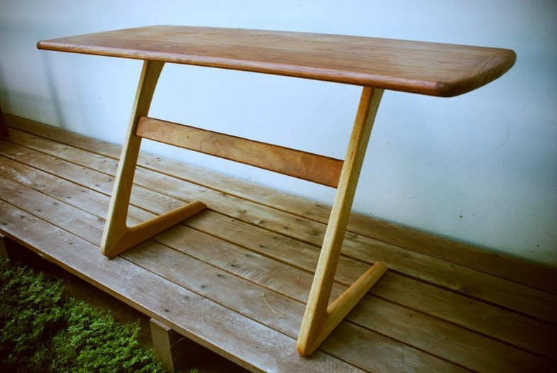 娘娘吉祥桌 / Kneeling Table