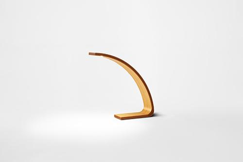 Young L LED wood desk lamp