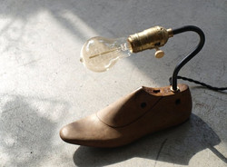 老鞋模桌燈 / shoe mould lamp