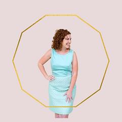 Blue dress, gold circle.png