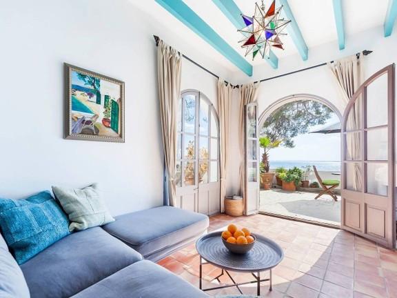 seafront-villa-in-mediterranean-style-wi