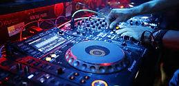 Noleggio attrezzature per dj, club , discoteche , eventi, matrimoni, feste private, meeting aziendali, compleanni