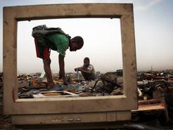 'Guerra' ao Canadá por causa de lixo e Cemitério de eletrônicos na África.