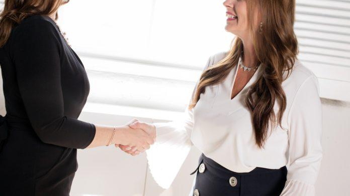 Trouver un emploi avant de partir est désormais indispensable dans beaucoup de cas. Crédit photo : Sue Styles / Pixabay