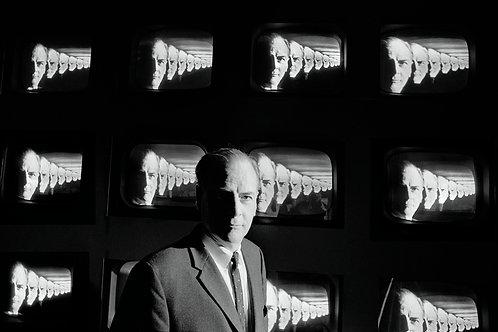 THE MEDIUM IS THE MESSAGE Marshall McLuhan - 2/3