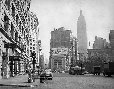1ST STEP - PREMIERS PAS Henri Dauman - Empire State Building