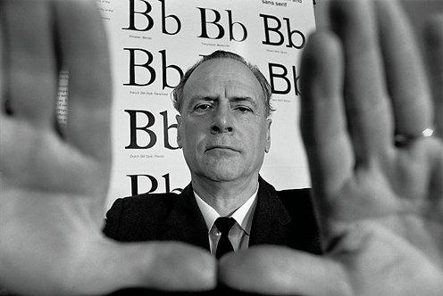 THE MEDIUM IS THE MESSAGE Marshall McLuhan - 1/3