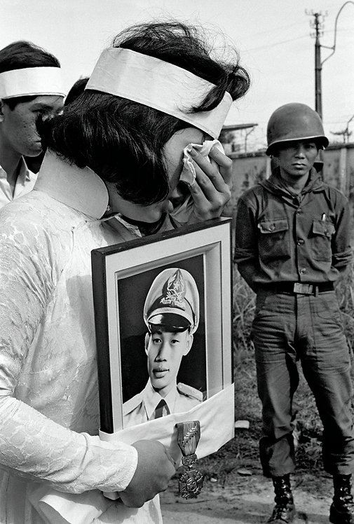VIETNAM - DEATH OF A BROTHER - 2 PHOTOS