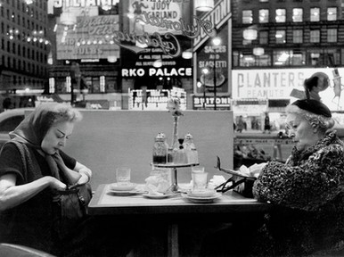 Lunch at the Automat on Broadway - Henri Dauman