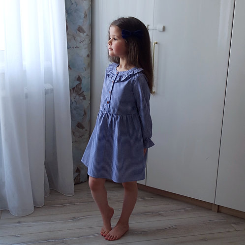 Платье в синюю клеточку, с длинным рукавом