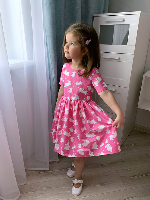 Платье нарядное Зайки на розовом