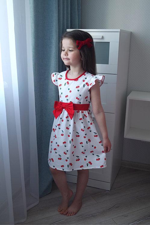 Платье Вишни на белом