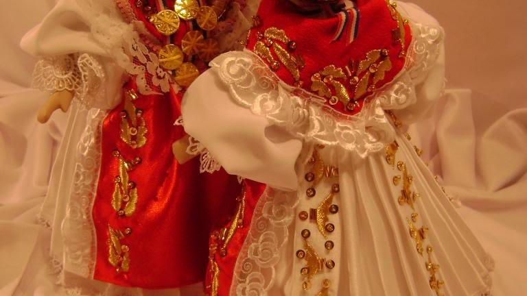 107 - Lutka od keramike obučena u slavonsku narodnu nošnju