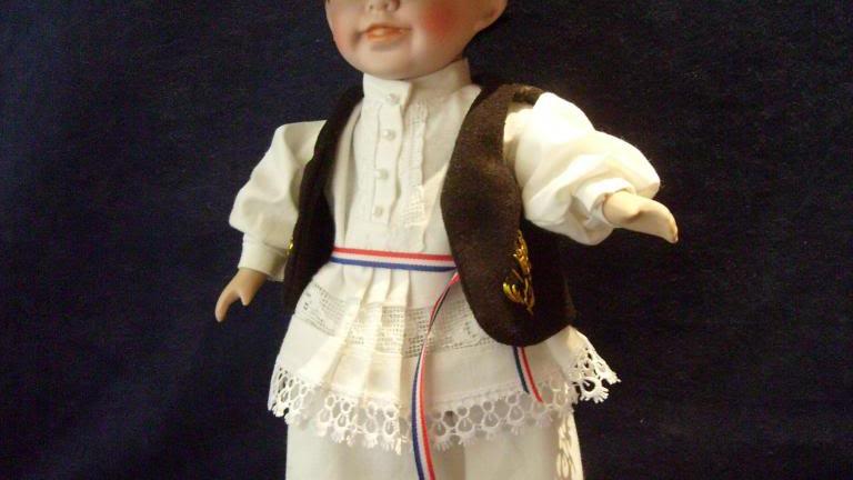 202 - Lutka od keramike obučena u slavonsku narodnu nošnju