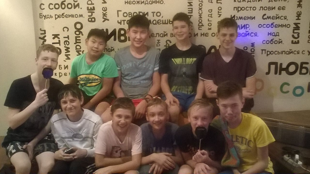 """Юношеская команда по баскетболу из Улан-Удэ в хостеле """"Стоп-Хаус"""" в Новосибирске"""