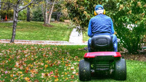 HOW TO PICK THE RIGHT LAWN MOWER BATTERY