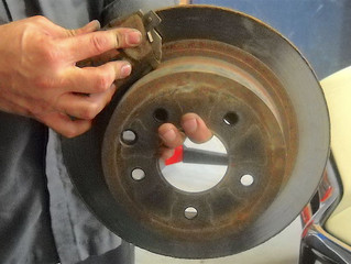 CHANGING BRAKE PADS: SHOULD YOU DO IT ALL AT ONCE?
