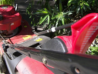 HOW TO REPLACE LAWN MOWER BLADES: DO'S AND DON'TS