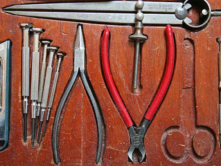 HOW TO ORGANIZE YOUR TOOLS LIKE A PRO