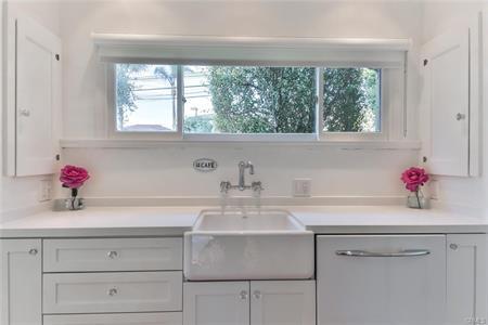 Apron front Farmhouse Sink in all-white Kitchen