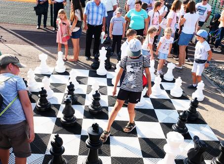 Торжественное открытие нового интерактивного спортивного арт-объекта «Гигантские шахматы»