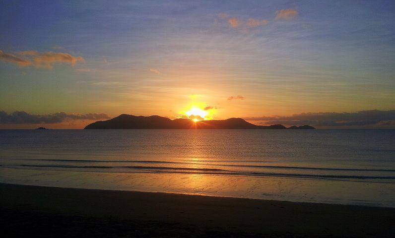 beach-1646704__480.jpg