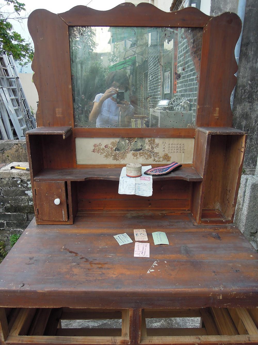 從垃圾站撿回來元朗製造的古董梳妝台
