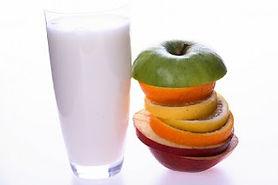 verre-de-lait--d&-39;objets--lait-et-des