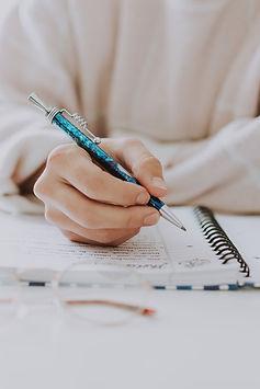 UNSPL  stylo cahier N:B Beu vert.jpg