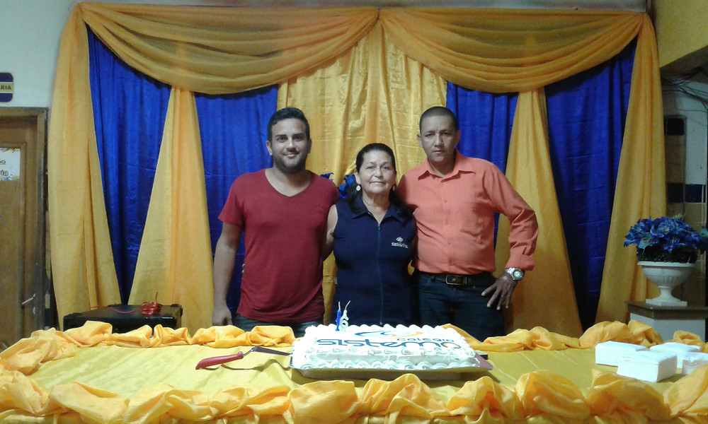 Carlos, Dona Ieda e Casé, funcionários que estão há 16 anos no Colégio Sistema